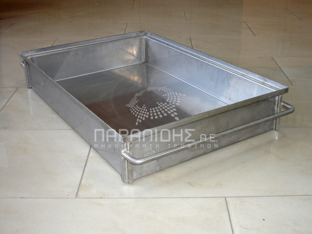 Tray for salting cheese products